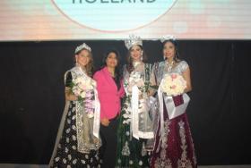 Hollanda'da Hintlilerin Güzellik Yarışmasında Türk Gelinlikleri...